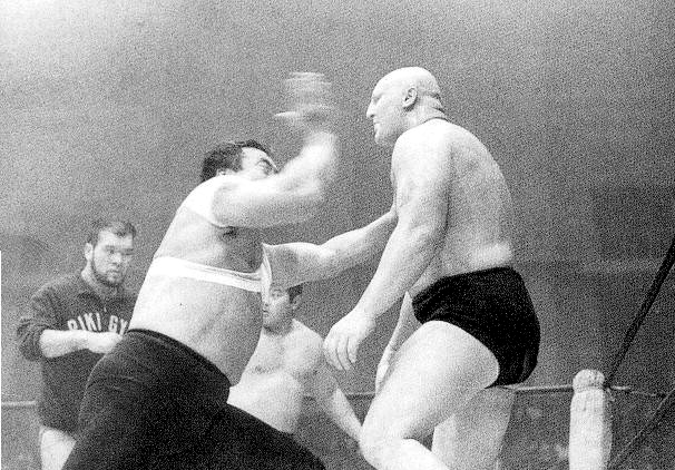 Rikidozan_and_karate-chop